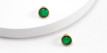 Green Diamond-Decorted Round Earring